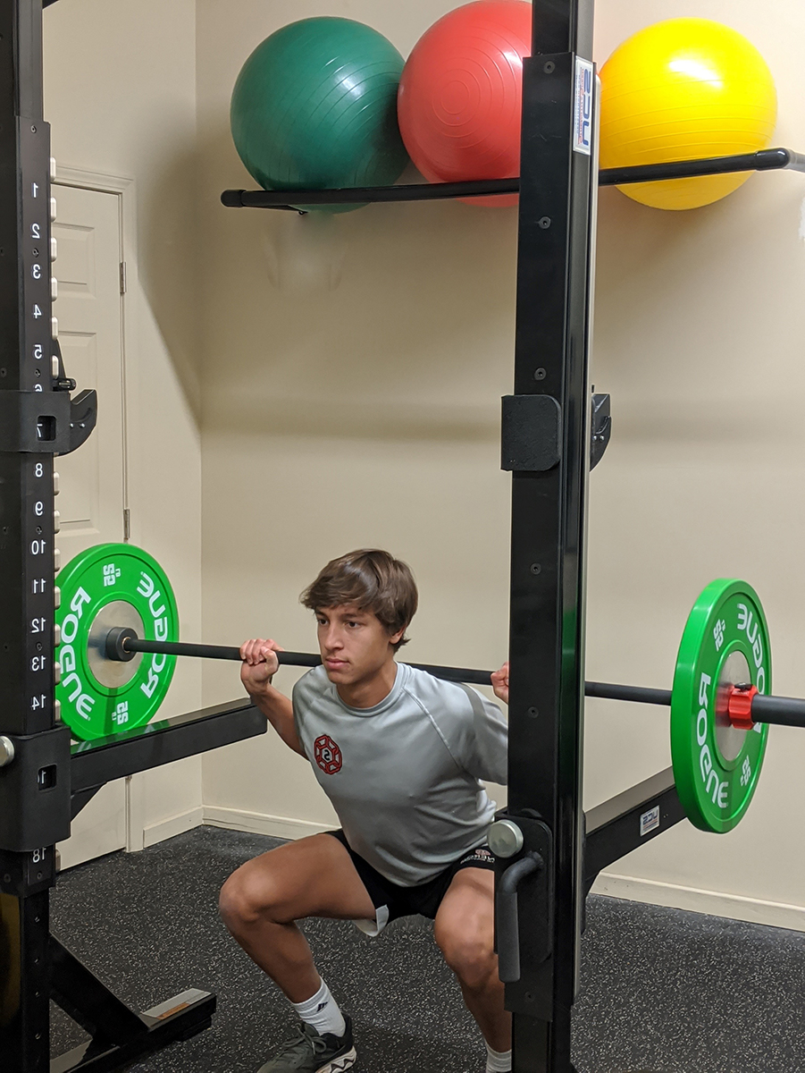 squats with barbell on shoulders